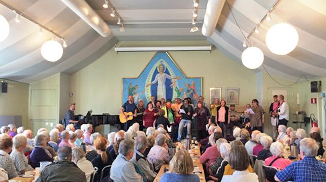 Brännkyrka Kafé - Musik och gemenskap i Brännkyrka församlingshem på torsdagar