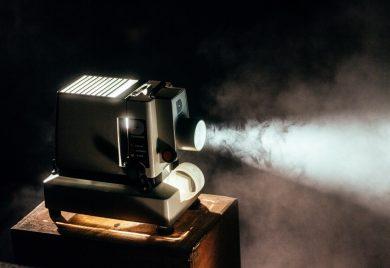 Filmprojektor - Eftermiddagsbio i Vårfrukyrkan i Fruängen på lördagar