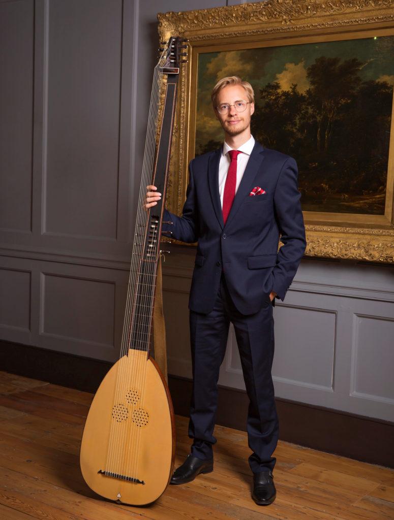 Jonatan Bougt ger lunchkonsert i Vårfrukyrkan