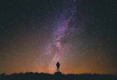 Afton mellan himmel och jord i Vårfrukyrkan, Fruängen